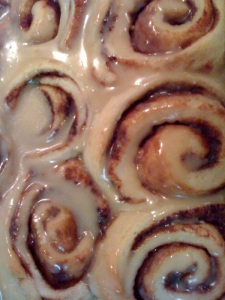 close up glazed cinn roll